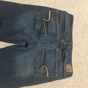 American Eagle size 6 kick boot  jeans